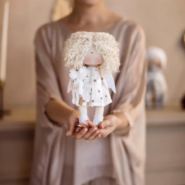 interjerinė lėlė angelas su avyte